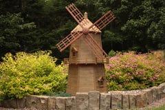 Molino de viento del jardín imagenes de archivo
