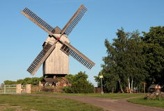 Molino de viento del poste fotografía de archivo