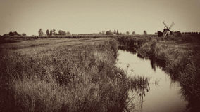 Molino de viento del vintage con la corriente, Holanda, los Países Bajos Foto de archivo libre de regalías