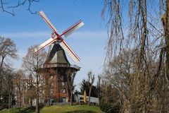Molino de viento en Bremen Alemania Imagen de archivo