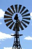 Molino de viento en el arbusto australiano imagen de archivo libre de regalías