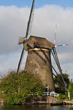 Molino de viento en el Kinderdijk (los Países Bajos) Imagen de archivo libre de regalías