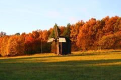 Molino de viento en el paisaje del otoño Imágenes de archivo libres de regalías