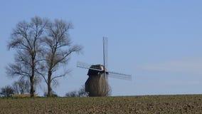 Molino de viento en el pitgam, Francia fotografía de archivo libre de regalías