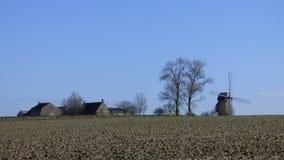 Molino de viento en el pitgam, Francia imagenes de archivo