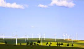 Molino de viento en el prado foto de archivo