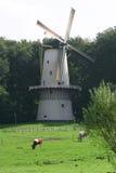 Molino de viento en Holanda imagenes de archivo