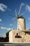 Molino de viento en la isla del gozo en Malta Imagen de archivo libre de regalías