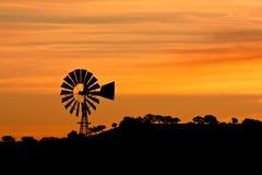 Molino de viento en la salida del sol Foto de archivo