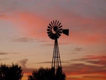 Molino de viento en la salida del sol Fotografía de archivo