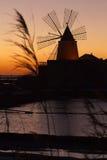 Molino de viento en Marsala Fotos de archivo libres de regalías