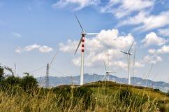 Molino de viento en montaña Fotos de archivo libres de regalías