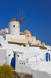 Molino de viento en Oia en la isla de Santorini, Grecia Fotos de archivo libres de regalías