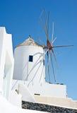 Molino de viento en Santorini. Imagen de archivo libre de regalías