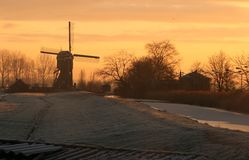 Molino de viento en sol de la mañana Fotos de archivo
