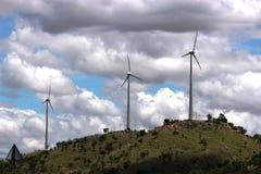 Molino de viento en una colina fotos de archivo libres de regalías