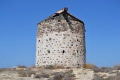 Molino de viento griego viejo en la isla de Kos Fotos de archivo