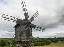 Molino de viento hecho de la madera Fotografía de archivo libre de regalías