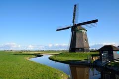 Molino de viento hermoso en Holanda Fotografía de archivo
