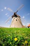 Molino de viento histórico en el campo checo, Kuzelov, bilis Karpaty (los Cárpatos blancos) Imágenes de archivo libres de regalías