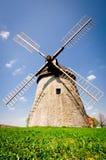 Molino de viento histórico en el campo checo, Kuzelov, bilis Karpaty (los Cárpatos blancos) Fotografía de archivo