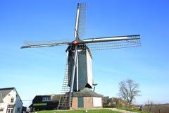 Molino de viento histórico en Güeldres, los Países Bajos Fotos de archivo