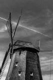 Molino de viento holandés blanco y negro Imágenes de archivo libres de regalías