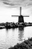 Molino de viento holandés blanco y negro Foto de archivo libre de regalías