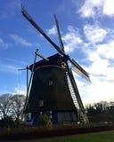 Molino de viento holandés durante otoño imagen de archivo libre de regalías