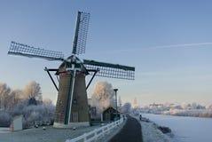 Molino de viento holandés en invierno Foto de archivo