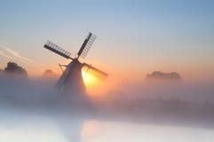 Molino de viento holandés en niebla densa Fotos de archivo