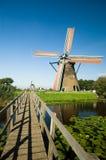 Molino de viento holandés hermoso Imágenes de archivo libres de regalías
