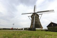 Molino de viento holandés, Leidschendam cerca de Den Haag Fotos de archivo libres de regalías