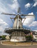 Molino de viento holandés típico Imágenes de archivo libres de regalías