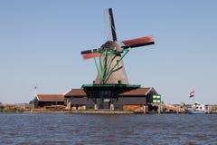 Molino de viento holandés tradicional fotografía de archivo libre de regalías