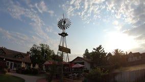 Molino de viento de la ciudad de Solvang metrajes
