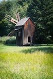 Molino de viento de madera viejo Imagenes de archivo