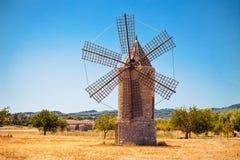 Molino de viento medieval Imagen de archivo libre de regalías