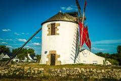 Molino de viento de Narbon en Bretaña imagen de archivo libre de regalías