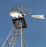 Molino de viento pasado de moda de la potencia Foto de archivo libre de regalías