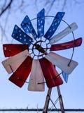 Molino de viento patriótico americano imagenes de archivo