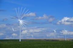 Molino de viento produciendo electricidad con el cielo azul y las nubes Foto de archivo