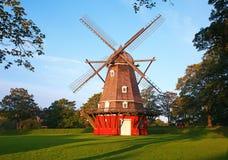 Molino de viento rojo Imágenes de archivo libres de regalías