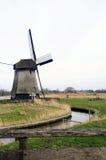 Molino de viento típico de Países Bajos Imagen de archivo