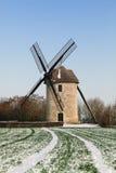Molino de viento tradicional en invierno Foto de archivo libre de regalías