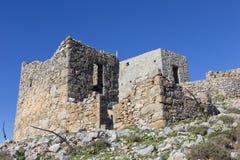 Molino de viento tradicional viejo en montaña Crete, Grecia fotografía de archivo