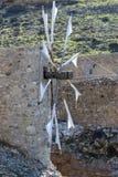 Molino de viento tradicional viejo en montaña Crete, Grecia imagenes de archivo