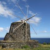 Molino de viento viejo Fotos de archivo libres de regalías