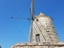Molino de viento viejo de Italia imagen de archivo libre de regalías