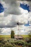 Molino de viento viejo de la granja Fotografía de archivo